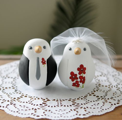 I have been doing many winter wedding birds lately and many in the colors of