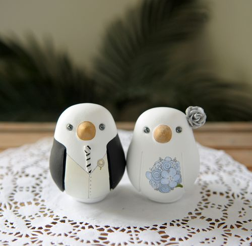 http://redlightstudio.typepad.com/photos/wedding_cake_toppers/blue-1-1.jpg